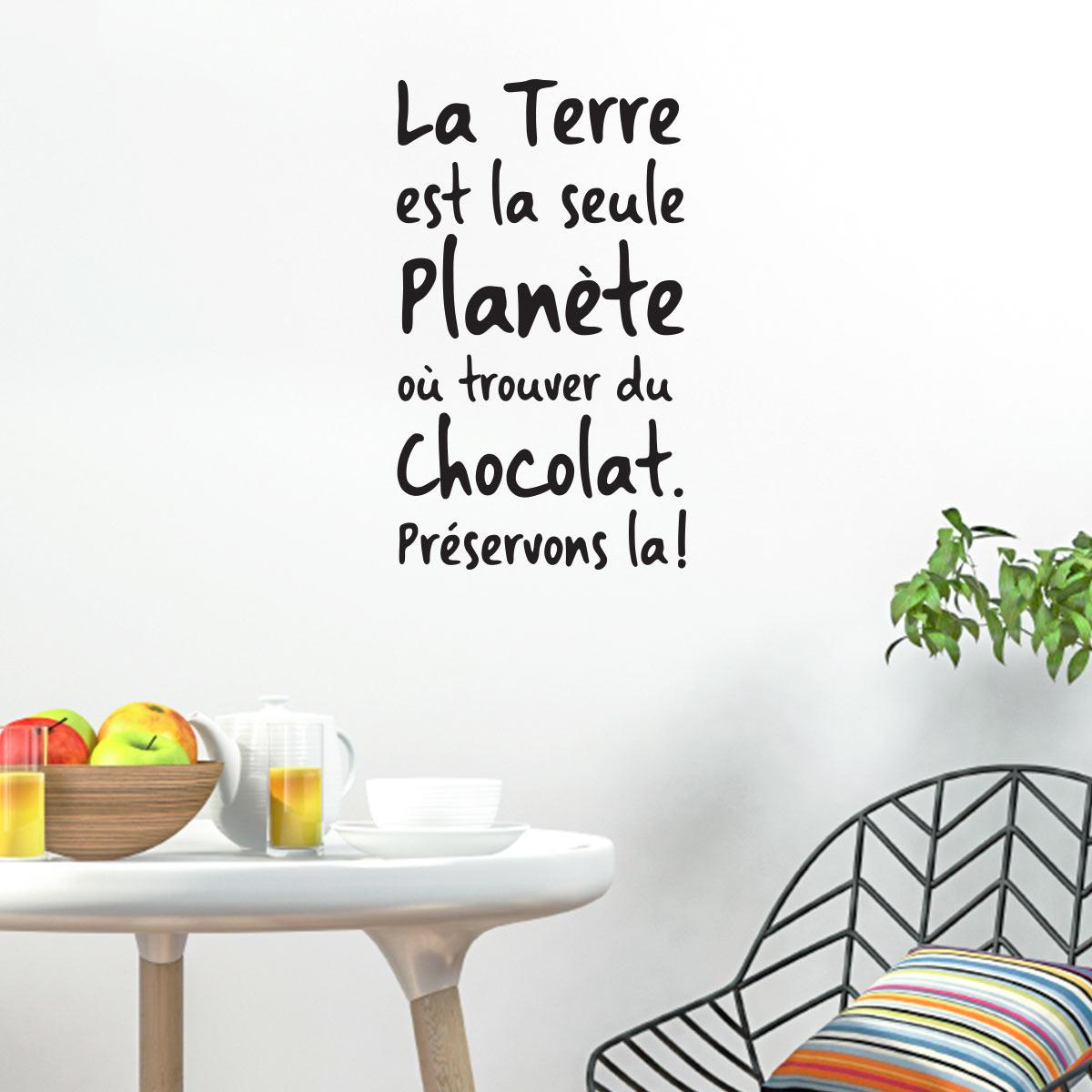 sticker citation la terre est la seule plan te o trouver du chocolat stickers citations. Black Bedroom Furniture Sets. Home Design Ideas