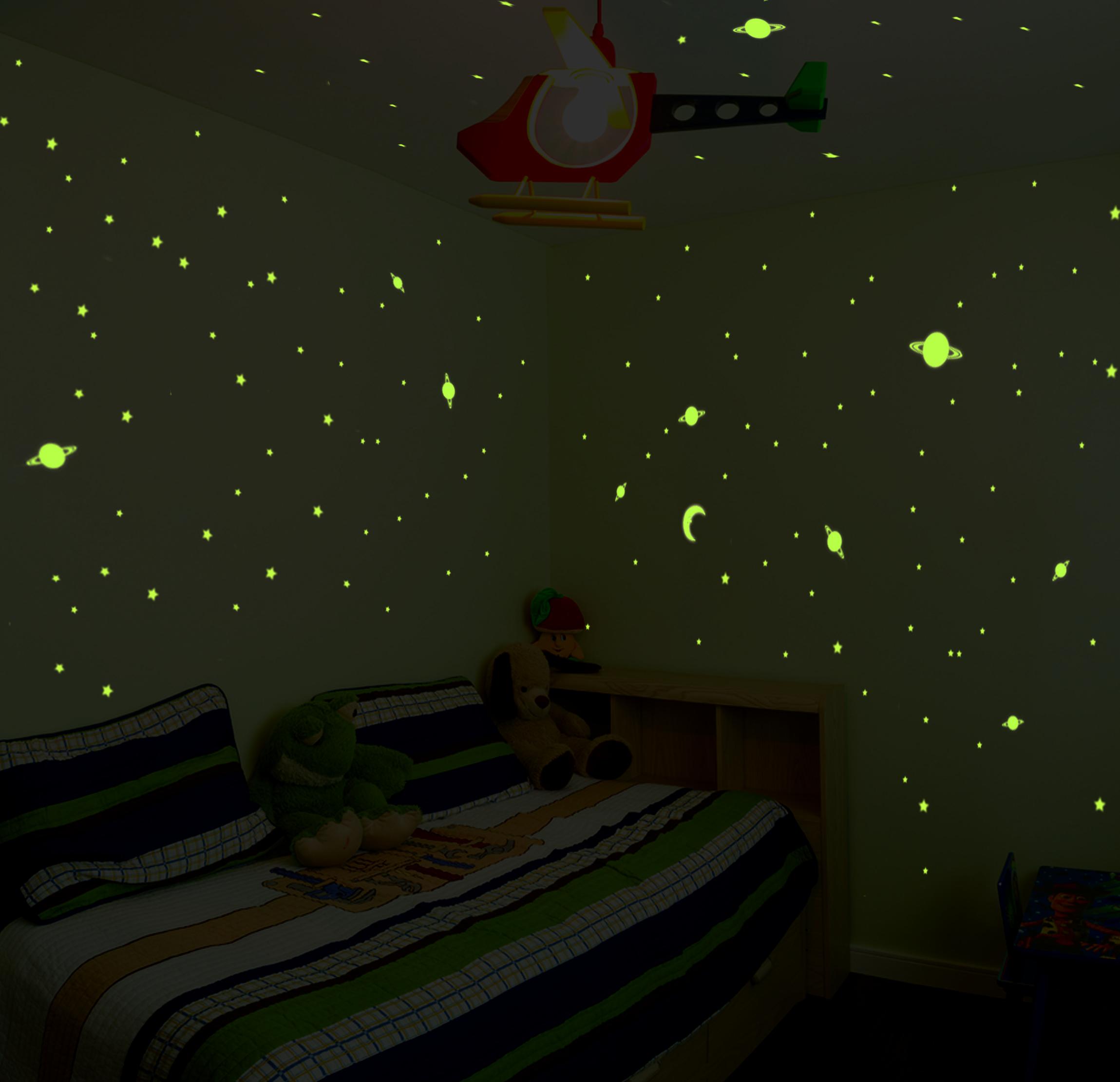 sticker univers environ 150 toiles et plan tes phosphorescentes stickers b b s fille. Black Bedroom Furniture Sets. Home Design Ideas