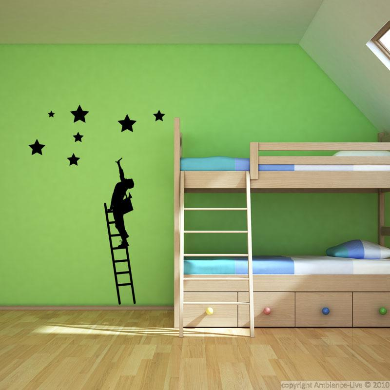 wandtattoos baby wandtattoo junge auf einem treppenhaus sterne. Black Bedroom Furniture Sets. Home Design Ideas