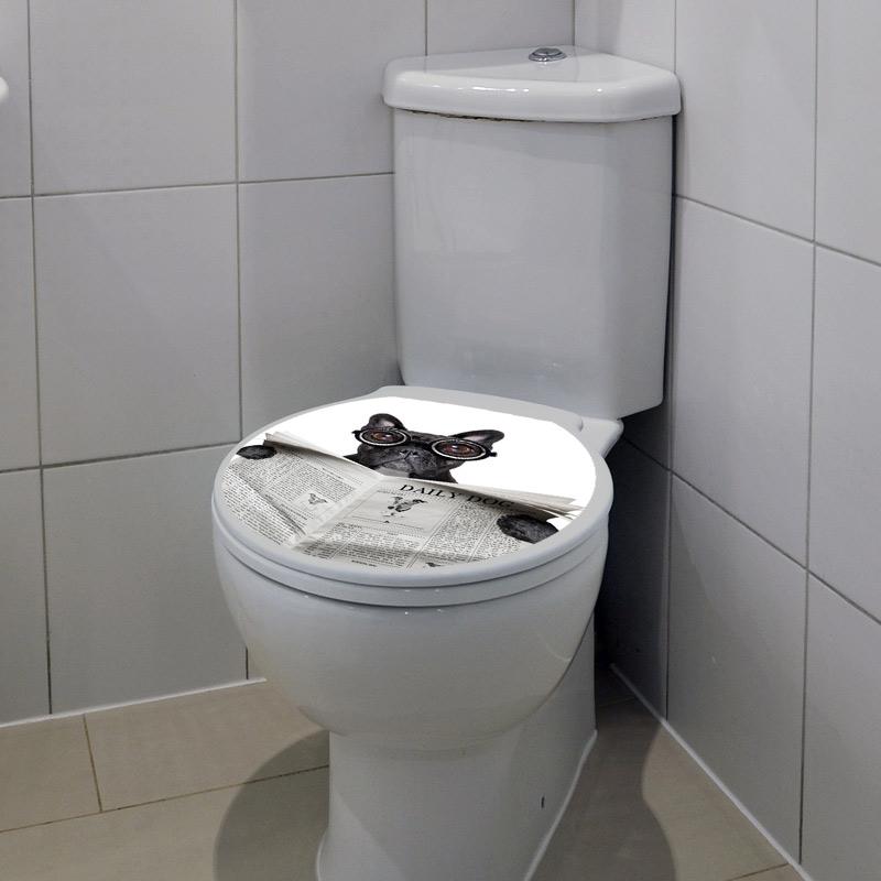 sticker abattant toilette chien avec un journal et des. Black Bedroom Furniture Sets. Home Design Ideas